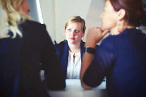 femme en réunion